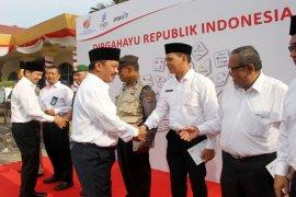 Puncak HUT 72 RI, PTPN VII-PGN Upacara Bersama Dan Memberikan Penghargaan Karyawan