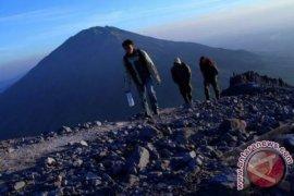 SAR lanjutkan pencarian pendaki hilang di Gunung Lawu