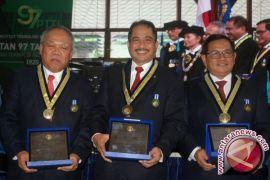 Tiga Menteri terima penghargaan dari ITB