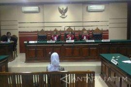 Majelis Hakim PN Surabaya Vonis Notaris Rosidah 2,5 Tahun