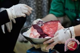 Mahasiswa Jepang Terkesan Tradisi Pembagian Daging Kurban