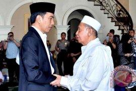 Presiden Jokowi Melayat Istri Hamzah Haz