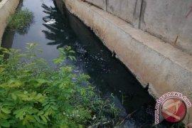 Butuh dua pekan petugas temukan pencemar saluran air di Bekasi