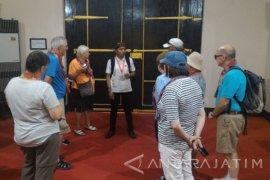 Wisman kembali Kunjungi Keraton Sumenep dan Pantai Sembilan