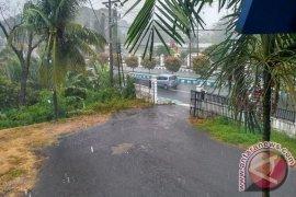 Hujan badai, aliran listrik padam di sejumlah titik Kota Bengkulu