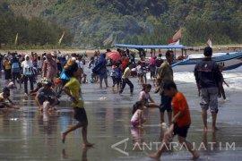 """Liburan, Objek Wisata Tulungagung-Trenggalek """"Kebanjiran"""" Wisatawan"""