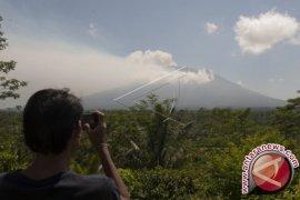 Gunung Agung Status Awas Puluhan Sekolah Libur