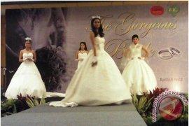 Calon Pengantin Minati Pameran Pernikahan