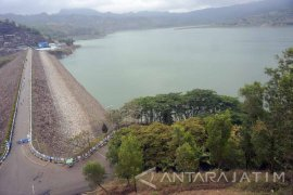 Air Waduk Wonorejo Menyusut (Video)