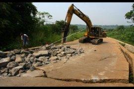Kerusakan Jalan Nasional di Sekadau Mulai Diperbaiki