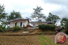 Dinas Pertanian Cianjur tunggu kajian PVMG terkait sawah terdampak pergerakan tanah