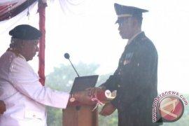 Gubernur Awang Jadi Inspektur Upacara HUT TNI
