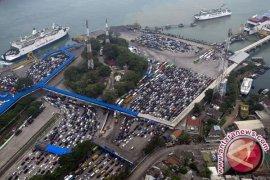 ASDP Merak Tetap Beroperasi Saat Perayaan HUT TNI