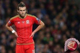 Gareth Bale ukir trigol pertandingan perdana pelatih Giggs