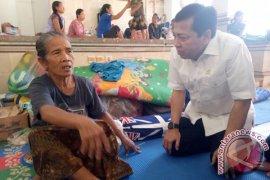 Setya Novanto Mengunjungi Pengungsi Gunung Agung