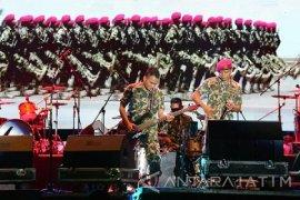 Konser Projam Meriahkan HUT TNI di Brigif-1 Marinir