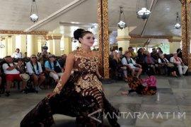 Mahasiswa Sumenep ikut Sambut Kedatangan Wisman (Video)