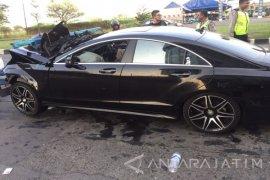 Seorang Tewas dalam Kecelakaan Mobil di Surabaya