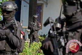 Densus tangkap 12 terduga teroris di tiga provinsi