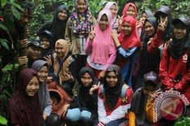 Puluhan Pelajar Kaur Kunjungi Habitat Rafflesia Bengkuluensis