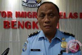 Imigrasi Bengkulu Deportasi Satu WNA Asal China