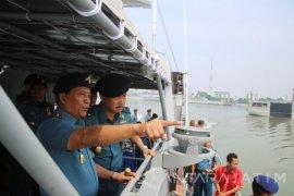 Pangarmatim Inspeksi Kesiapan Tempur Kapal Perang