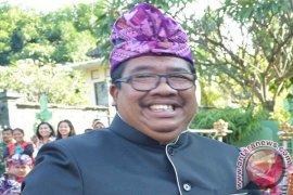 Bupati Buleleng Mengingatkan Kepala Desa Teliti Keuangan