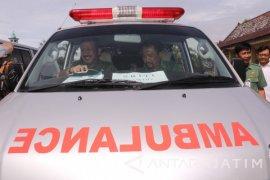 Bupati Ponorogo Serahkan 40 Mobil Ambulans Desa Siaga