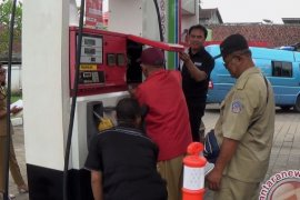 Polisi sidik dugaan kecurangan pengisian BBM di Denpasar