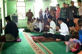 Jokowi Shalat Jumat Di Masjid As Syuhada Stabat