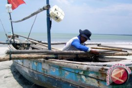 Sampan Tradisional Karam Tersambar Petir di Selat Malaka, Dua Nelayan Hilang