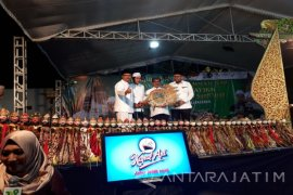 Gus Ipul, KH Anwar Zahid dan Ki Entus dalam Satu Pagelaran