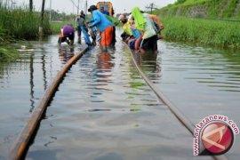 Rel Porong Terendam Banjir, Enam Kereta Api Tertahan