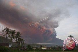 Akibat Debu vulkanis Gunung Agung Bandara Ngurah Rai Bali Tutup