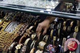 Harga emas perhiasan naik jelang akhir tahun