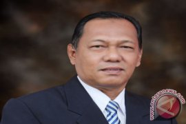 Kapolrestabes Surabaya Cek Anggota di Lapangan Sembari Lari Pagi