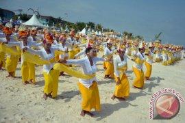 Tari Rejang Massal Buka Festival Nusa Penida