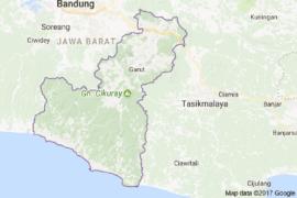 Panwaslu tertibkan atribut kampanye cabup Garut