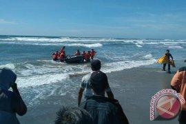 Tim Cari Dua Pelajar Tenggelam Di Pantai Teluk Sepang