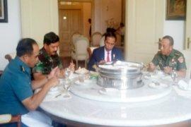 Presiden Jokowi Makan Bersama Petinggi TNI