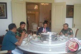 Presiden Jokowi Makan Siang Bersama Panglima dan Kepala Staf TNI