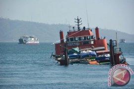 KM Bandar Nelayan evakuasi korban kapal tenggelam
