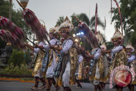 "Mufidah Kalla kunjungi ""Denpasar Festival 2017"""
