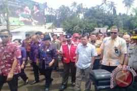 Vice President Kalla Visits Evacuees of Mt Agung