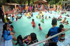 Objek Wisata Prataan Tuban Dibanjiri Pengunjung