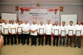 Gubernur Gorontalo Terima Penghargaan Dari PMI