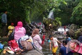 Air Terjun Kemumu Bengkulu Utara dipadati pengunjung