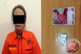 Seorang Wanita Diamankan Setelah Menjual Obat PCC