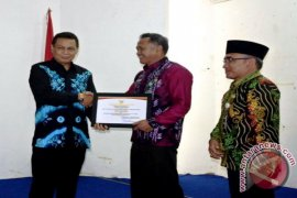 Bupati Balangan Terima Penghargaan Pencapaian 95% Perekaman E-KTP