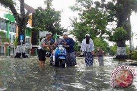 Jajaran Polres HST Juga Bantu Korban Banjir